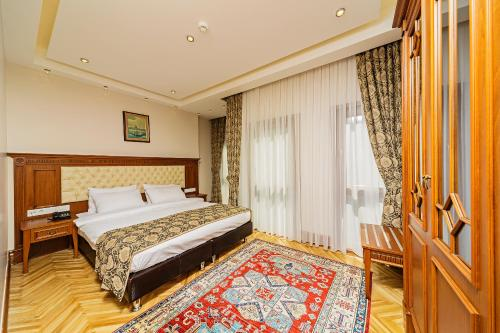 A bed or beds in a room at Hotel Spectra Sultanahmet