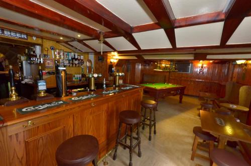 The lounge or bar area at Auld Cross Keys Inn