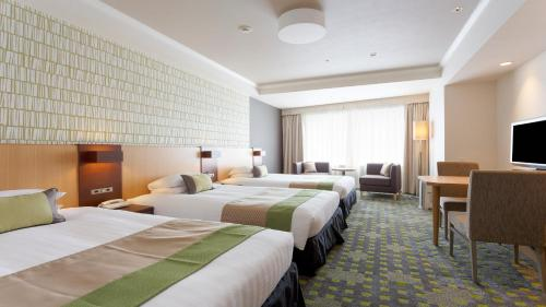 A bed or beds in a room at Shibuya Excel Hotel Tokyu