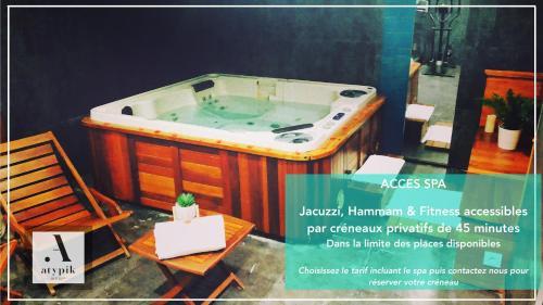 Atypik Hotel Clichy, France