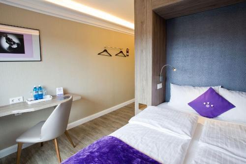 A bed or beds in a room at stays design Hotel Dortmund