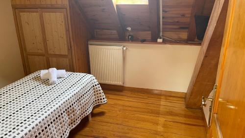 Cama o camas de una habitación en Hostal Ezkaurre