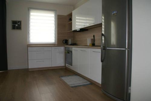Kuchnia lub aneks kuchenny w obiekcie Apartament blisko plaży (Osiedle Ogrody Kołobrzeg)