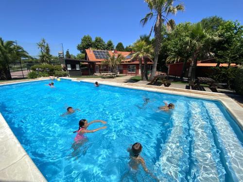 Het zwembad bij of vlak bij Hostel albergue Paradiso
