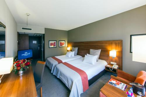 A bed or beds in a room at Crowne Plaza Maastricht, an IHG hotel