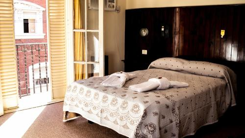 Una cama o camas en una habitación de Hotel San Cayetano