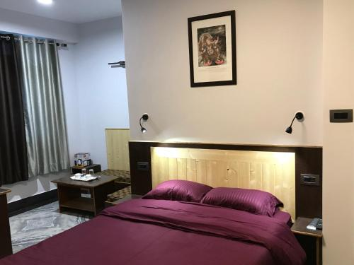 A bed or beds in a room at Hotel Rotara