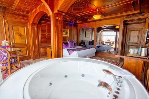 A bathroom at Seven Hills Hotel - Special Category