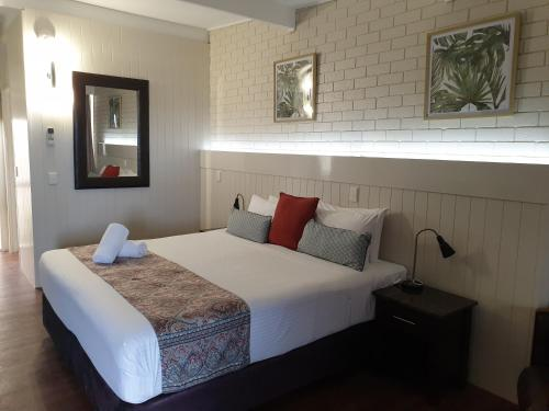 A bed or beds in a room at Morwell Motel