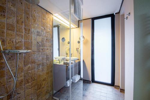 A bathroom at Ioana Hotel