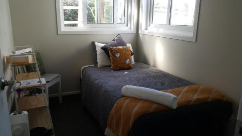 A bed or beds in a room at Auckland Budget Inn