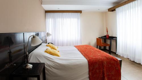 Un ou plusieurs lits dans un hébergement de l'établissement Hotel Poincenot