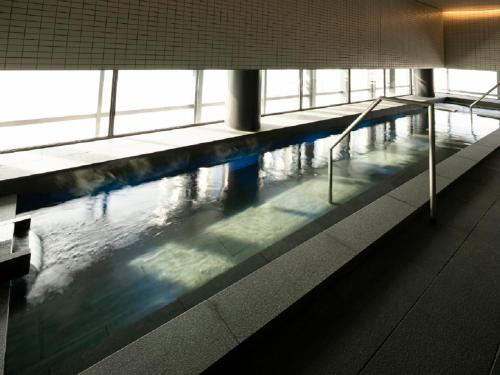 The swimming pool at or close to Hotel Intergate Osaka Umeda