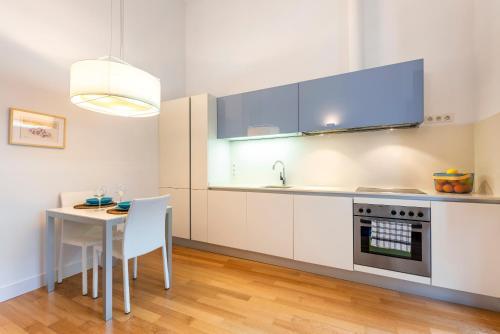 A kitchen or kitchenette at Apartamentos Rafael Premium