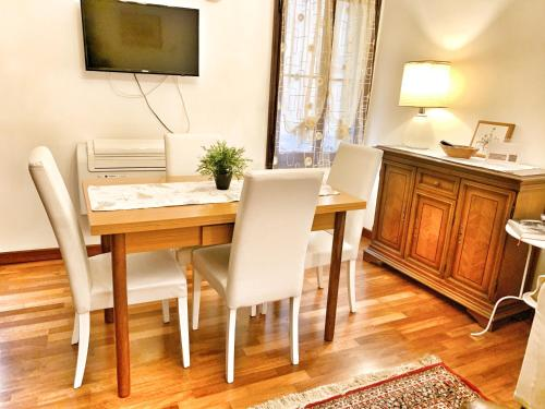 A television and/or entertainment center at Grimaldi Apartments Cannaregio