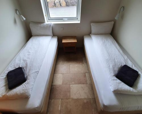A bed or beds in a room at Saeluhus Apartments & Houses