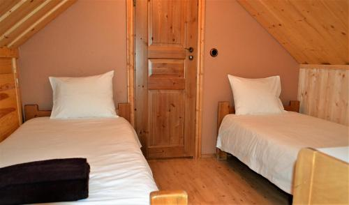 A bed or beds in a room at Lainela Holiday Park