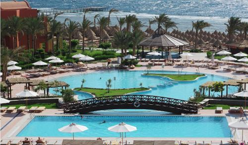 Вид на бассейн в Sharm Grand Plaza Resort или окрестностях