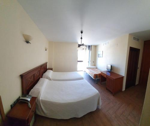 A bed or beds in a room at Hotel Casa Beletri