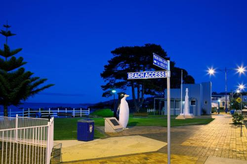 Guests staying at Penguin Waterfront Escape