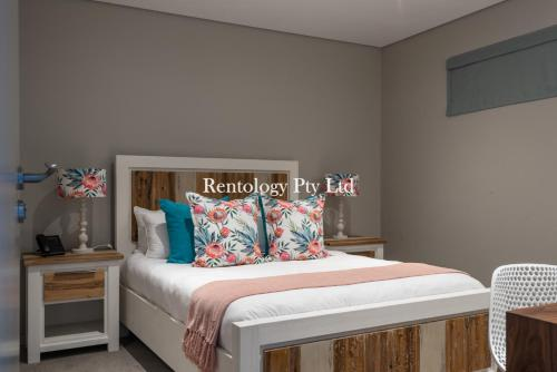 A bed or beds in a room at Gorgeous 1 Bed Zimbali Suites Sea View