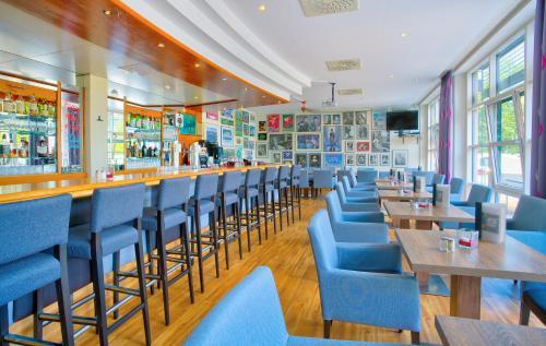 Ein Restaurant oder anderes Speiselokal in der Unterkunft Michel Hotel Magdeburg