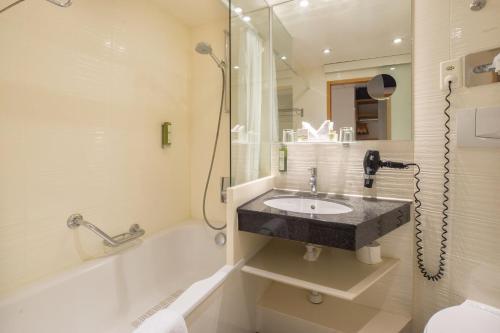 A bathroom at Hotel Adler Zürich