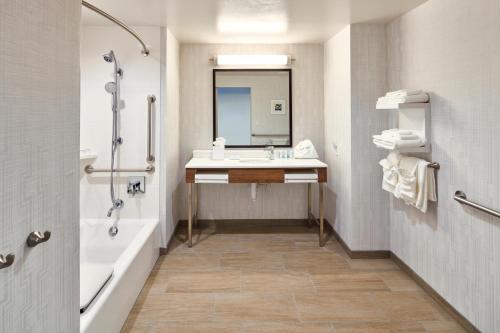 A bathroom at Hampton Inn & Suites Sacramento at CSUS