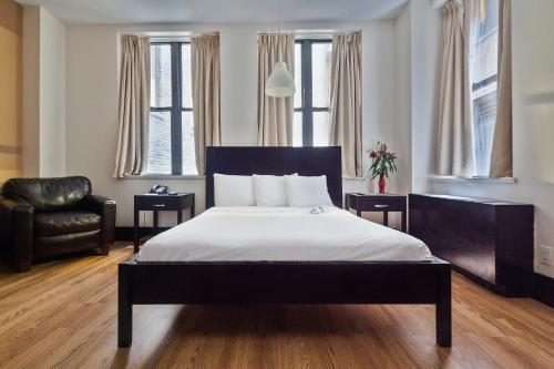 A bed or beds in a room at Eurostars Wall Street