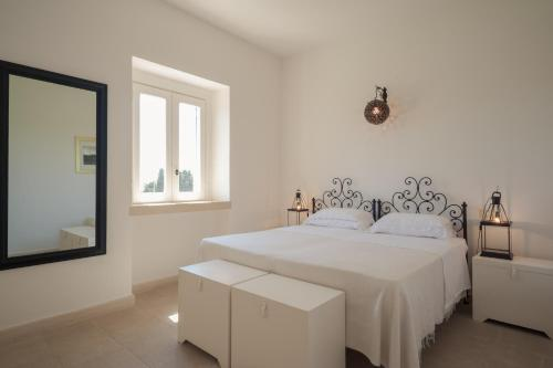 A bed or beds in a room at Masseria Montelauro
