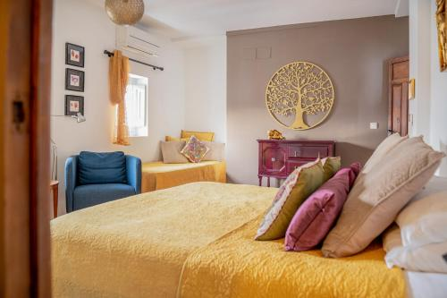 A bed or beds in a room at Casa Aire de Lecrin
