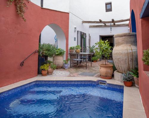 The swimming pool at or close to Casa Aire de Lecrin