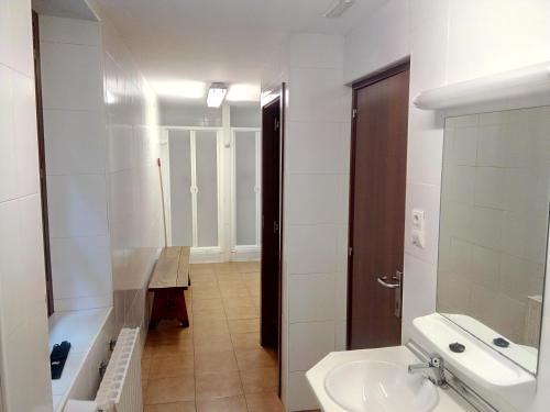 A bathroom at Albergue de Canfranc Estación