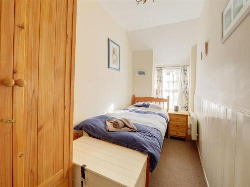 A bed or beds in a room at Holiday Home Price Cottage