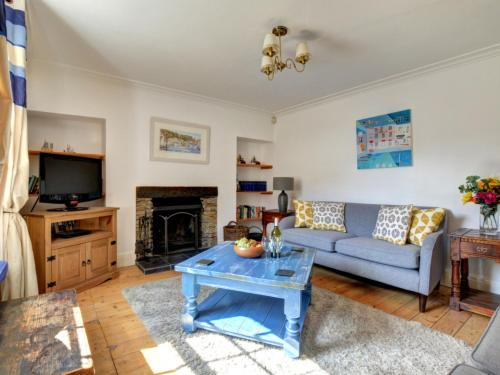 A seating area at Holiday Home Cross Keys