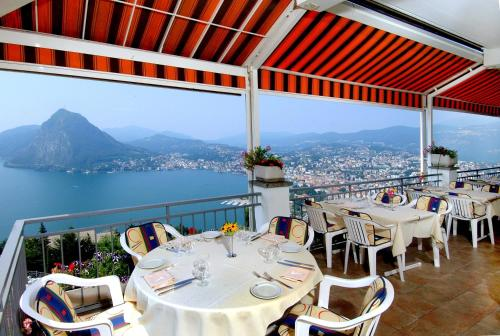 A restaurant or other place to eat at Hotel Colibrì