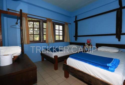 เตียงในห้องที่ เทรคเกอร์แคมป์