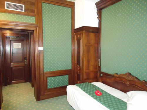 A bed or beds in a room at Hotel Casa Capsa