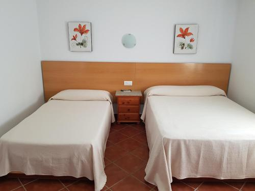 A bed or beds in a room at Apartamentos Los Mellizos