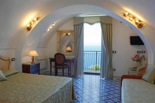 A bed or beds in a room at Villa Borgo San Michele