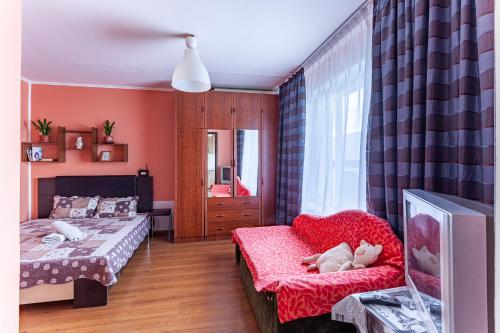 Гостиная зона в Economy Brusnika Proletarskaya Apartments on Melnikova