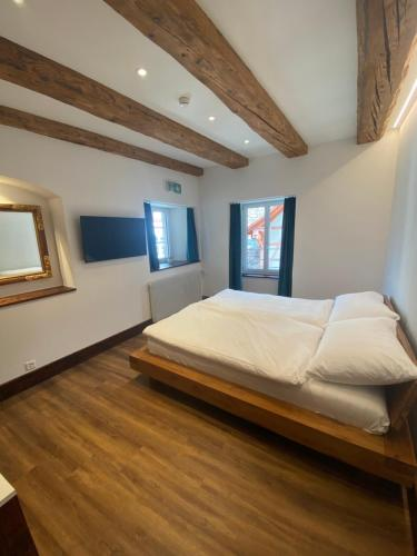 A bed or beds in a room at Hotel Rheinfels