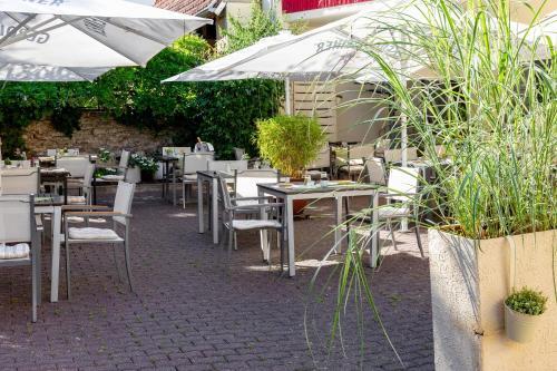 Ein Restaurant oder anderes Speiselokal in der Unterkunft Scheid´s Hotel – Restaurant