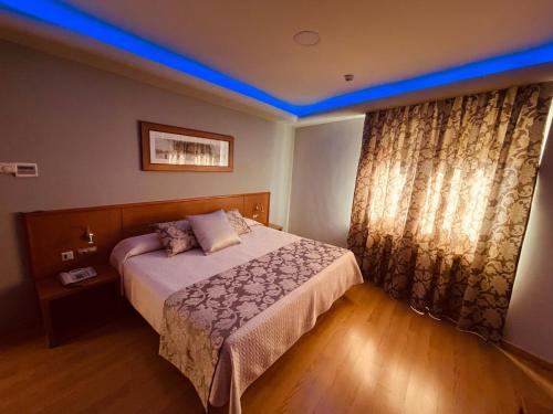 A bed or beds in a room at Hotel Cies