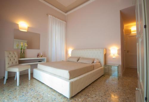 A bed or beds in a room at Suite Barocca