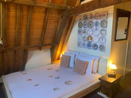 A bed or beds in a room at Amsterdam Central Guest House