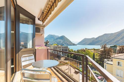 Ein Balkon oder eine Terrasse in der Unterkunft Hotel Delfino Lugano