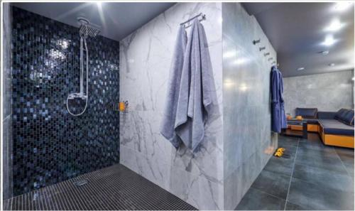 A bathroom at GOOD POINT Boutique Hotel