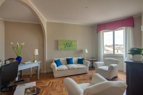 A seating area at Apartments Florence- Palazzo Pitti