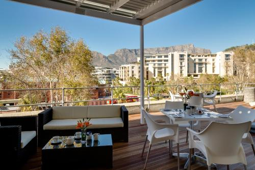 A restaurant or other place to eat at Protea Hotel by Marriott Cape Town Waterfront Breakwater Lodge
